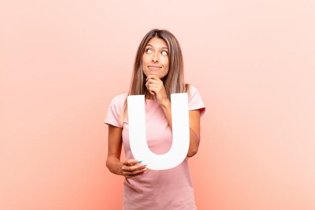 混乱した、疑わしい、考えて、単語または文を形成するためにアルファベットのuを押したままにします。