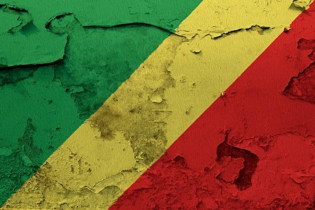 ひびの入ったコンクリートの壁に描かれたコンゴの国旗