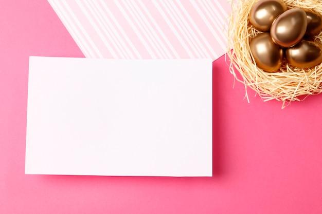 Поздравления с пасхой. золотые яйца. розовая поздравительная открытка.