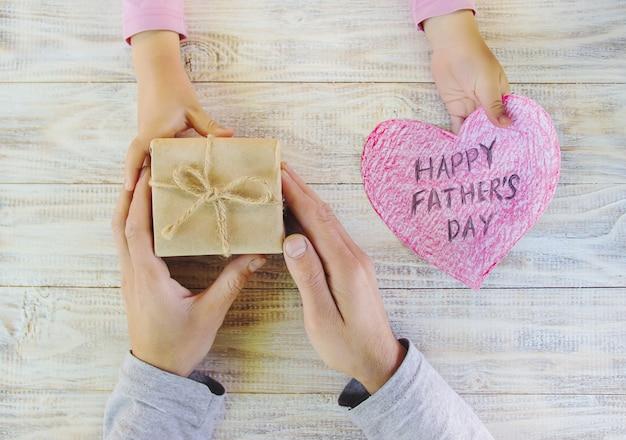Поздравляю с днем отца. выборочный фокус.