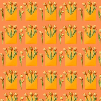 オレンジ色の背景の封筒にチューリップの花束とおめでとうパターン。はがきのご挨拶。