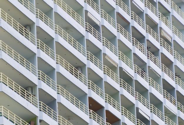 Строительство абстрактный фон деталь гостиничный номер балкон простое многоэтажное офисное здание