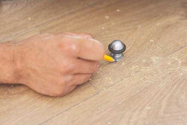 建設と修理、ドアストップ、ドアストップツールの設置、ツール付き床のストッパー