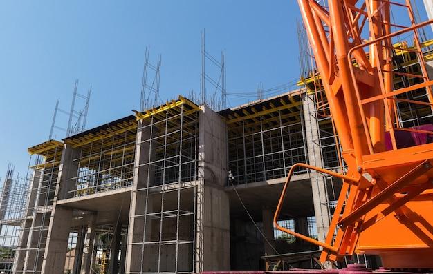 건설 크레인 및 건물의 콘크리트 구조물