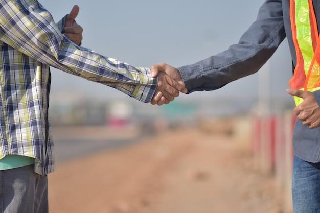 建設工学チームが握手成功プロジェクト