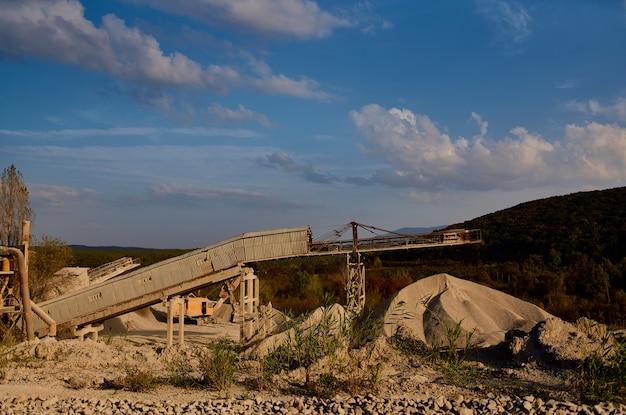 建設ショベル作業地質材料輸送