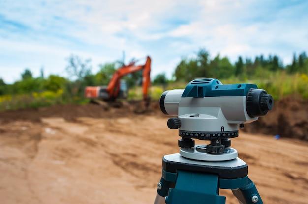 Устройство строительного уровня на строительной площадке