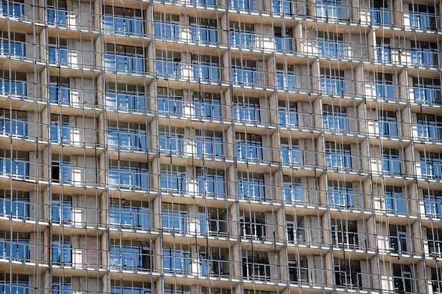 Строительство многоэтажного дома.