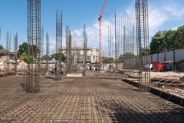새 건물의 건설, 콘크리트 프레임 및 크레인으로 보강, 일반 보기