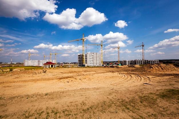 새로운 다층 주거용 주택 건설