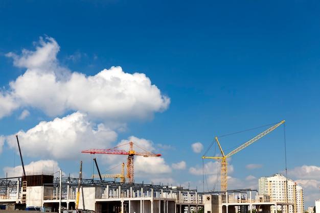새로운 다층 상업용 건물 건설