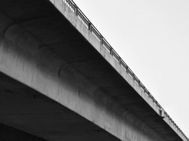 コンクリート橋モノクロームの構築
