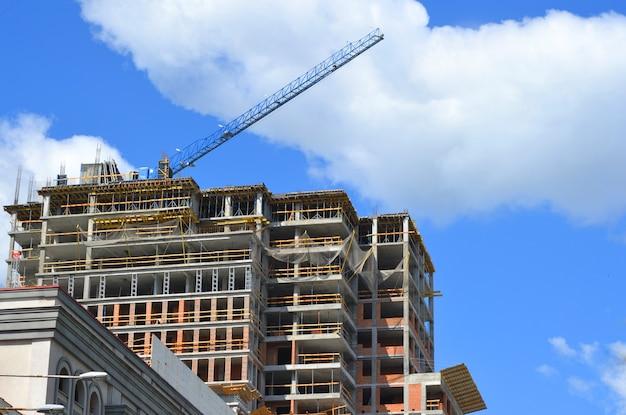 高層ビルの建設都市景観コピースペース