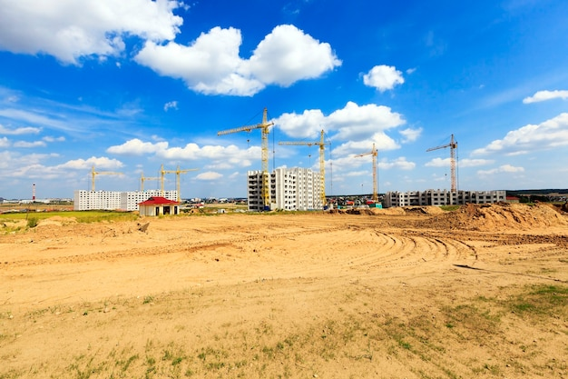 고층 건물을 지을 건설 현장
