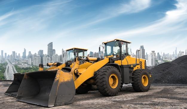 掘削機で働いている建設現場。