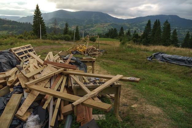 Строительные древесные отходы на карпатах в славском в украине