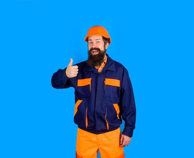 제복을 입은 하드 모자 기계 작업자의 건설 노동자는 정장을 입은 수염 난 남자를 엄지손가락을 보여줍니다.