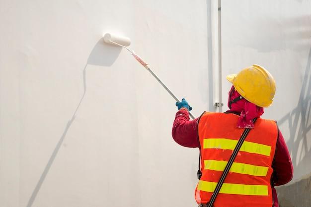 壁を塗る工事
