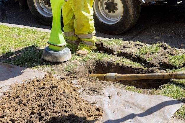 건설 작업은 수평 방향 드릴링을 위해 파이프 라인의 광섬유 중 감지