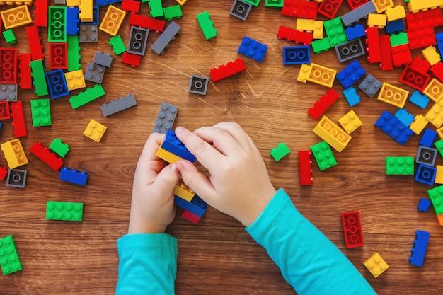 Конструктор детская игрушка. выборочный фокус.