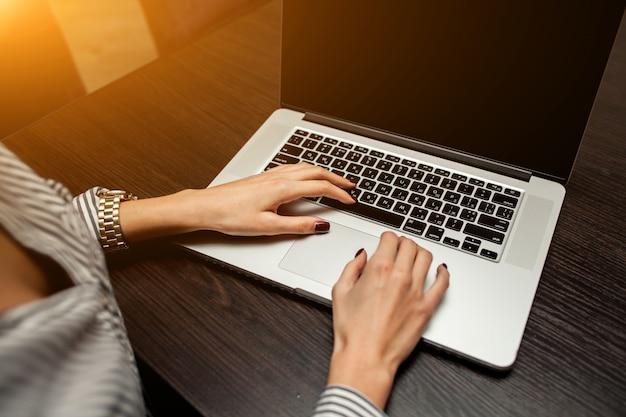 コンサルタントの電子メールビューの監査ストーリー