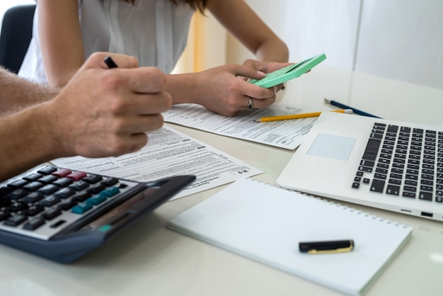 Consultant helping to fill 1040 us individual tax form Premium Photo