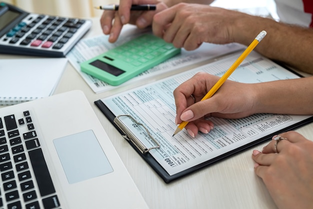 Consultant helping to fill 1040 us individual tax form