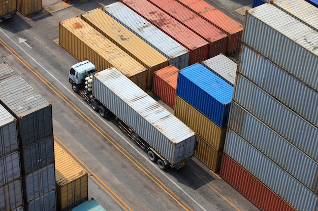 Container operation in port series