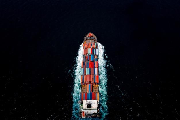 대형 화물 물류 수입 수출품을 운송하는 컨테이너선