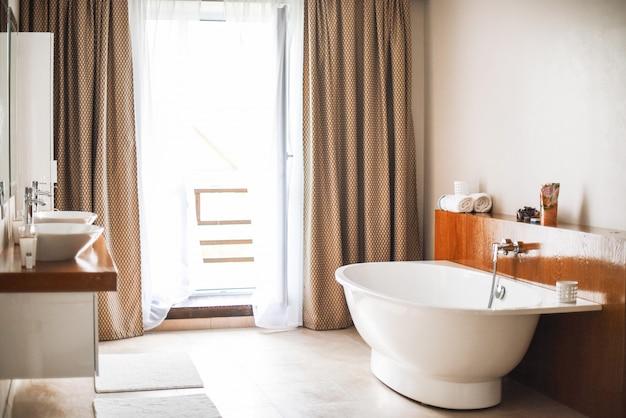 Современный интерьер ванной комнаты, отличный дизайн.