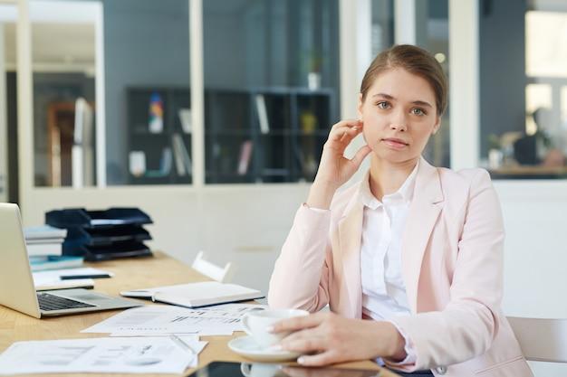 Современная деловая женщина