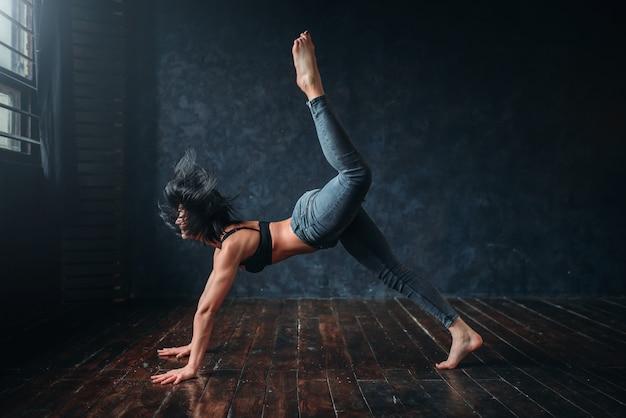 コンテンポラリーダンス、女性ダンサー、コンテンポラリーダンス