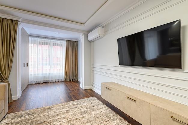 스튜디오 아파트의 일부로 현대적인 스타일로 디자인 된 현대적인 거실 인테리어