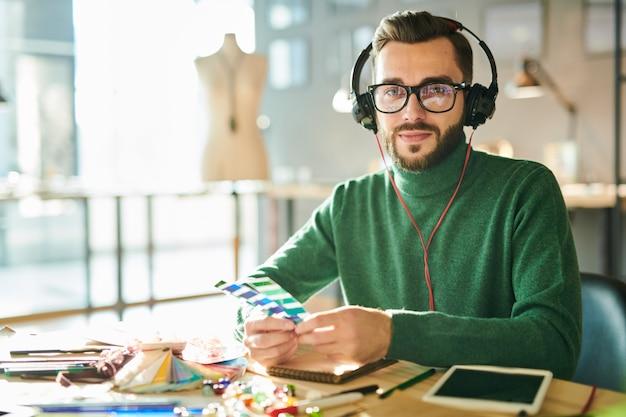 現代の男性デザイナー