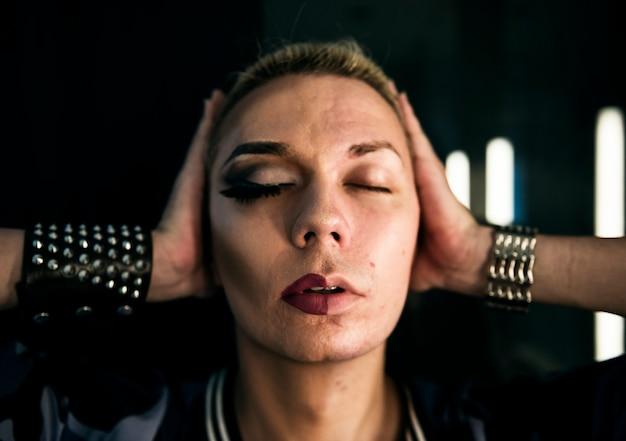 Современная фотосессия трансгендерной женщины