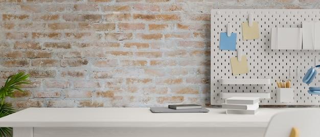 Современное рабочее пространство с ноутбуком, канцелярскими принадлежностями и принадлежностями на полке на кирпичной стене 3d-рендеринга