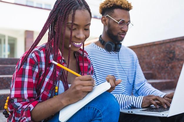 공부하는 콘텐츠 흑인
