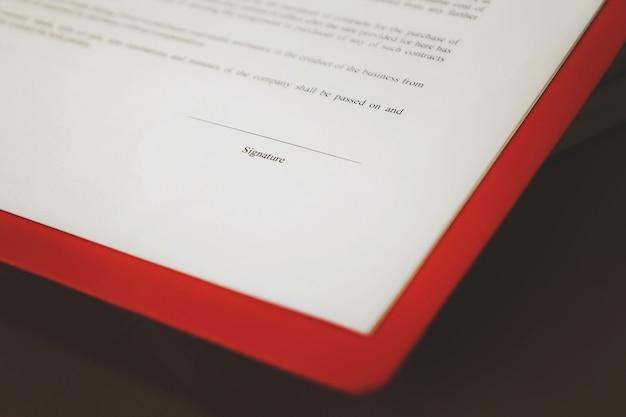 契約書に署名するための契約書類の準備。