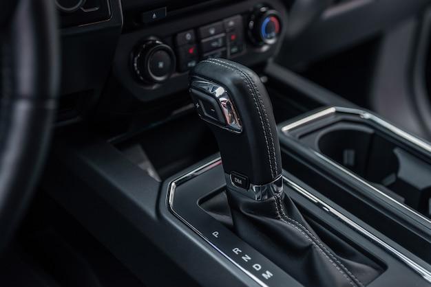 Панель управления и фон автоматической коробки передач деталь автоматического переключения передач в современном автомобиле