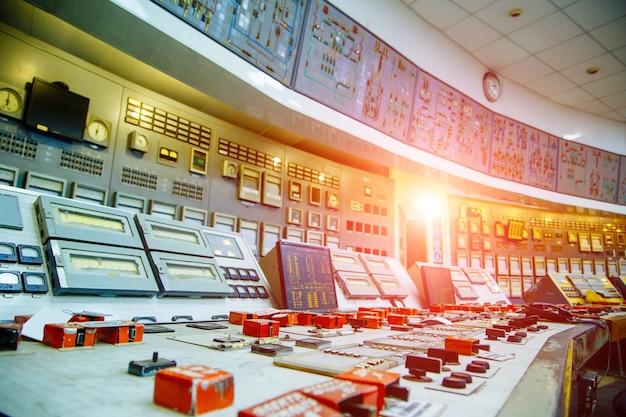 원자력 발전소에서 제어 패널입니다. 확대.