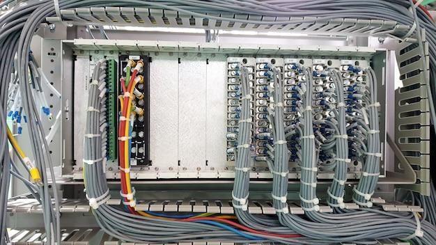 保護リレーのモジュール端子台の制御配線
