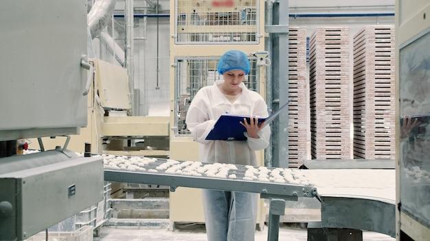 Контроллер проверки конвейера с конфетами.