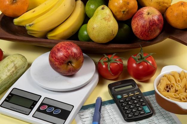 糖尿病の管理-インスリン治療のための炭水化物カウント-糖尿病と健康のアイデア、概念、歴史