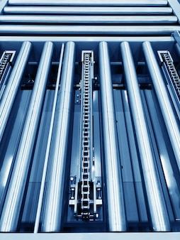 The conveyor chain, and conveyor belt i