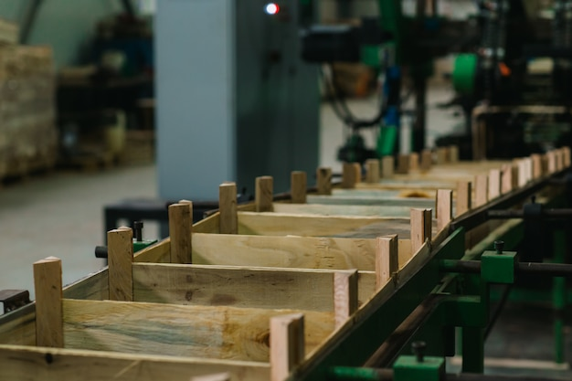 Conveyor for the production of wooden boxes
