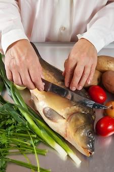 Cook cooking carp fish