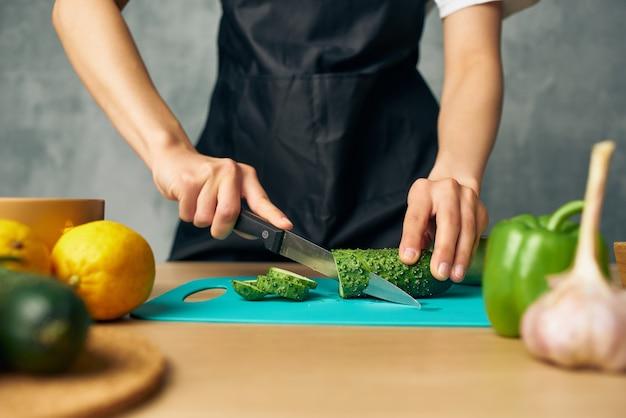 Повар приготовления здорового питания изолированный фон