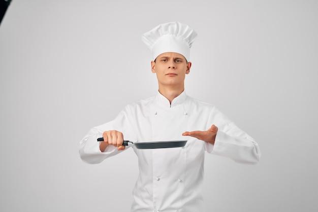 台所用品フライパンで調理する作業調理