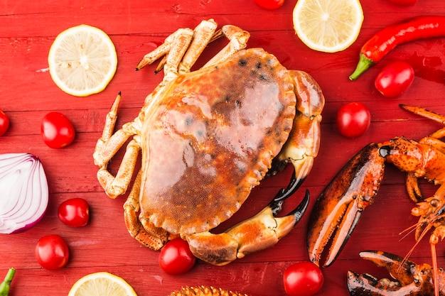 調理された茶色のカニまたは分離された食用のカニ