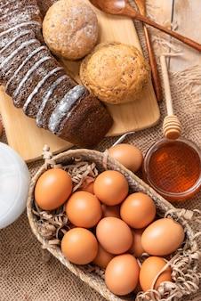 천연 꿀을 첨가하여 직접 만든 빵.